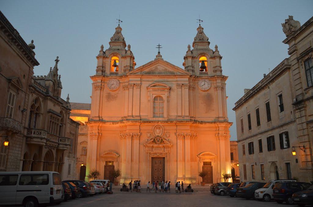La co-cathédrale St Pierre et St Paul