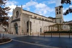 Église Notre-Dame de Belleville du 12è S. de style roman.