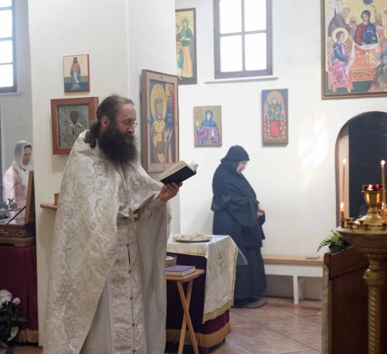 Fr. Innocent reading the Prayer Behind the Ambo at the end of the Divine Liturgy.