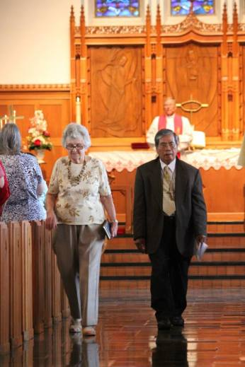Reading of the Lords Prayer in German and Nepalese