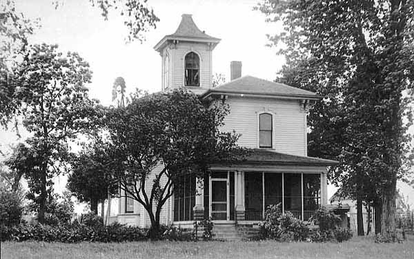 The cupola was an original feature of the Hazzard home and remained at least into 1910. Photo courtesy Minnesota Historical Society