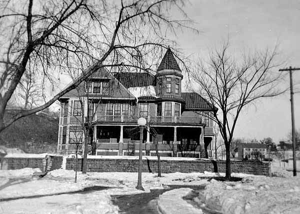 This picture from 1916 of the house, known as the George Jameson House, shows just how different it looked about a century ago. Courtesy Minnesota Historical Society