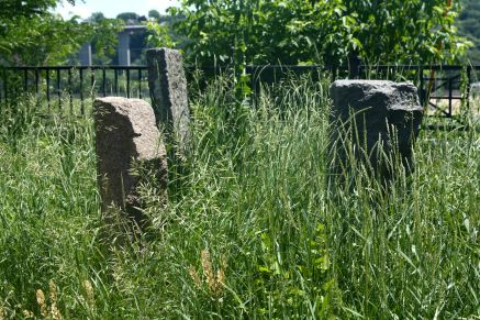 "These granite blocks and a couple of others not in the frame sit among the grass just south of where St. Clair and Bluff Streets meet. Google, nor the Facebook group ""Old St. Paul minn"", shed much light on what these are, who placed them and when."