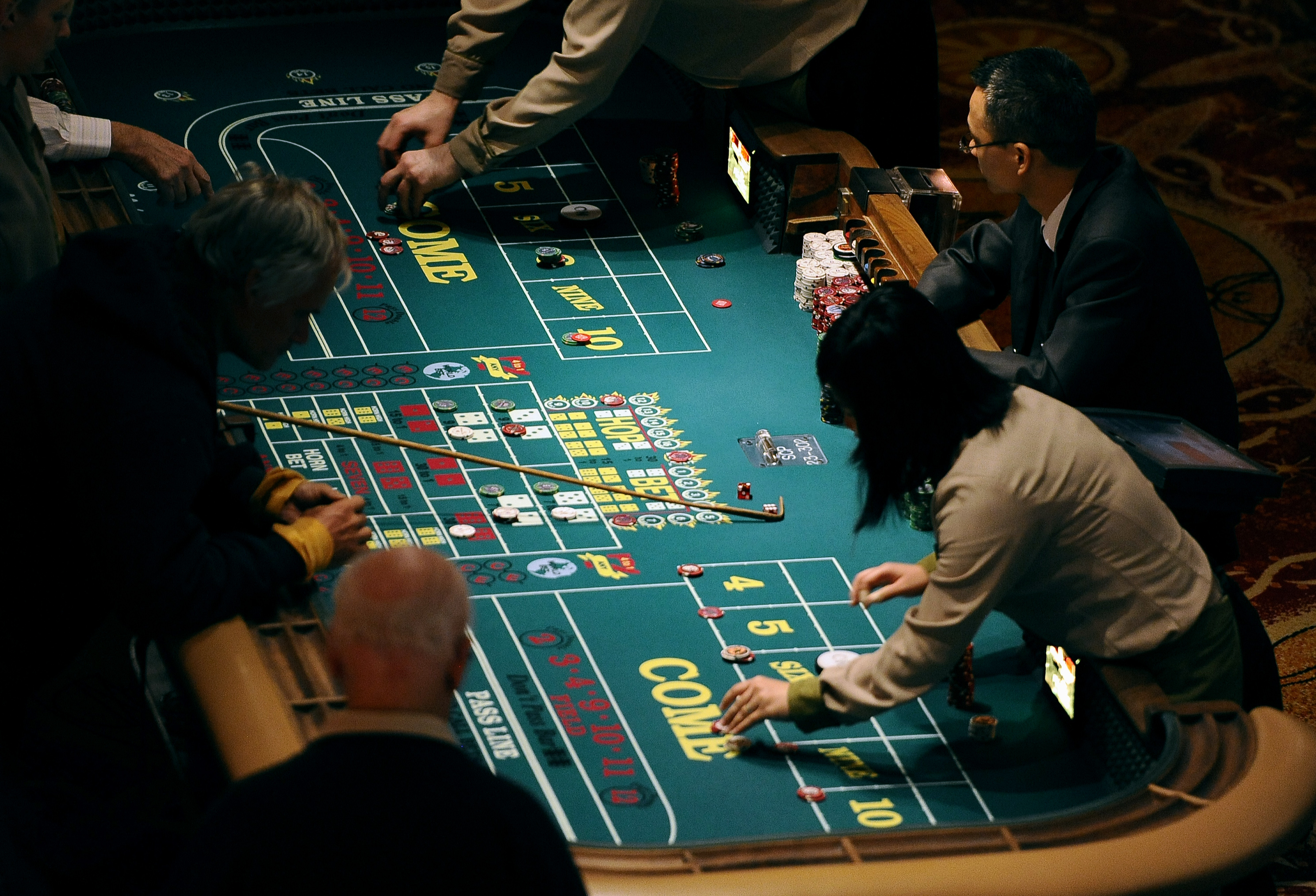 What does the green spot on a roulette table mean