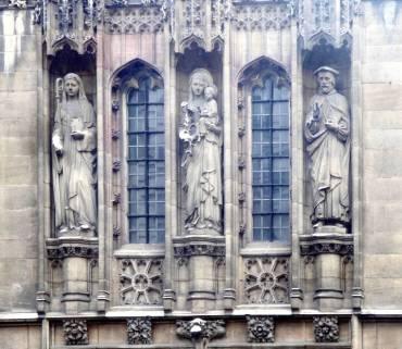 Stone statue of St. Ethelburga on the left. All Hallows Church, Barking