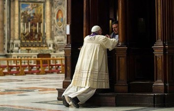 Pope-Francis-at-Confession