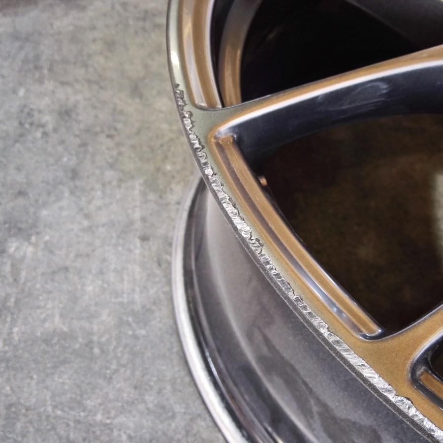 BBS RF18インチ DBKカラーホイールガリ傷修理前