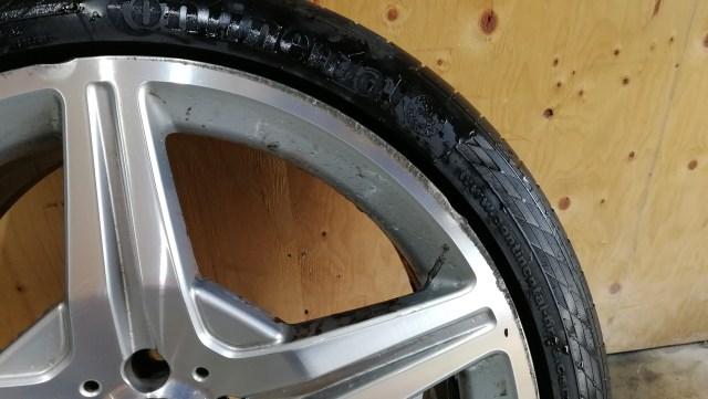 AMG ダイヤモンドカット 19インチホイール ガリ傷修理前