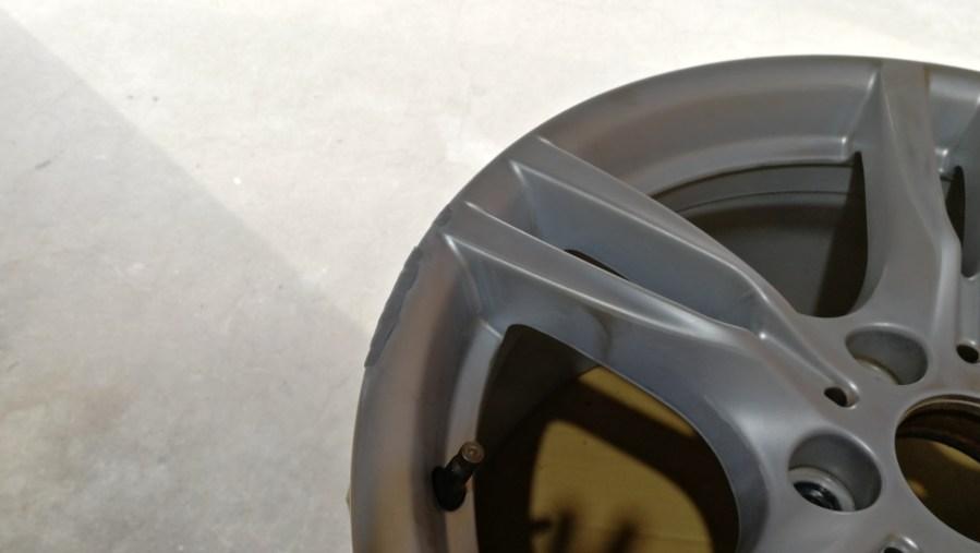 BMW 純正18インチホイール 艶消しブラックカラーチェンジ 刈谷市 パテ盛