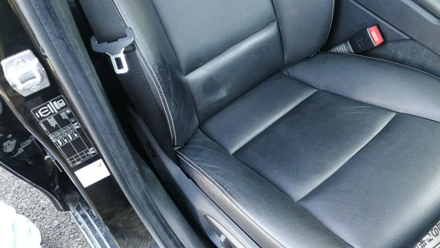 BMW523iツーリング 運転席レザーシートリペア前