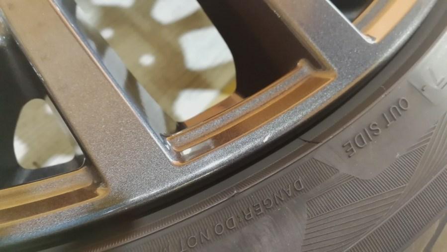 スバル WRX Sti Type S 純正ホイール傷修理前