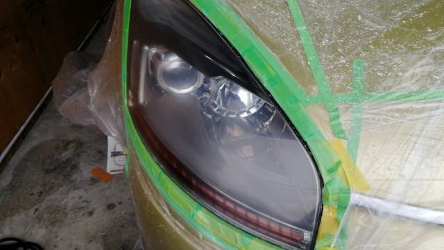 シトロエン C4ピカソ ヘッドライトスチーマー ヘッドライトコーティング 磨き中
