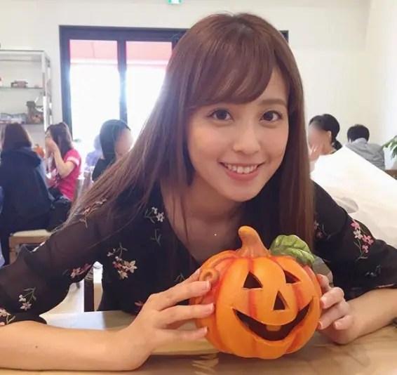 かぼちゃを持つ久慈暁子