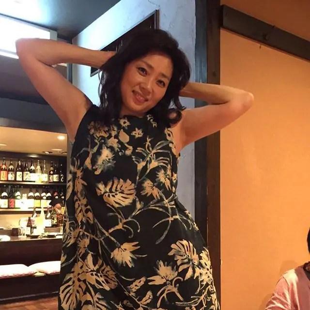 少し照れくさそうな現在の藤吉久美子
