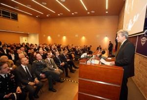 Director Plummer introduces the Italian finance minister. (Courtesy of SAIS Europe)