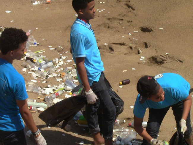 Sathya Sai Volunteers collecting trash