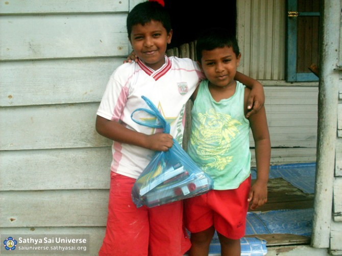 Suriname STP - School supplies received