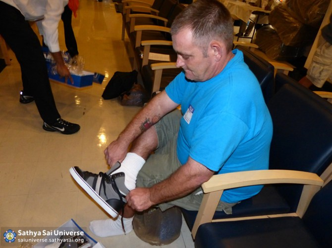 Z1 USA Florida Podiatry Patient trying on new shoes