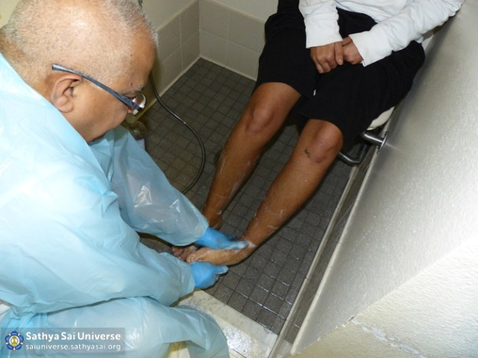 Z1 USA Florida Podiatry Washing feet