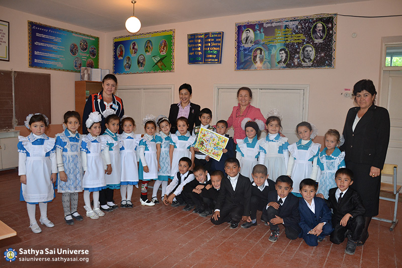 2015_10_16_ Z8_ Kazakhstan_ Sai Ram_ Serve the Planet_  Educational activity as part of a volunteer camp_ Sai teachers and students of the school