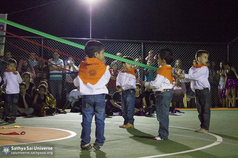 Z2B-Brazill-2015-07-Opening SportCourt - Dance performance of students (11)