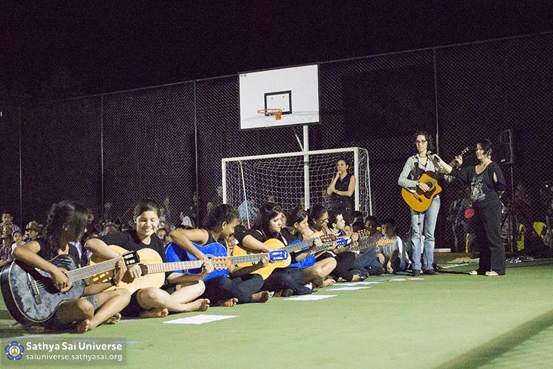 Z2B-Brazill-2015-07-Opening SportCourt - musical performance of the children (1)