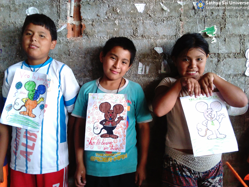 Service San Francisco Hill - Educare Children With Art Work. March 2016. Lima,Peru. Zone2B Region22 copy