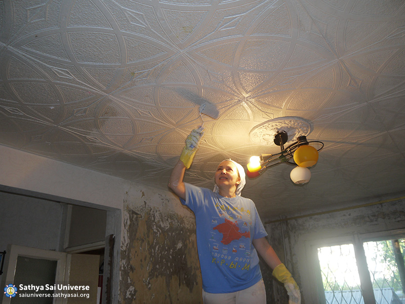 2016-06-11-z8-russia-siberian-region-labor-camp-barnaul-redecorating-the-room