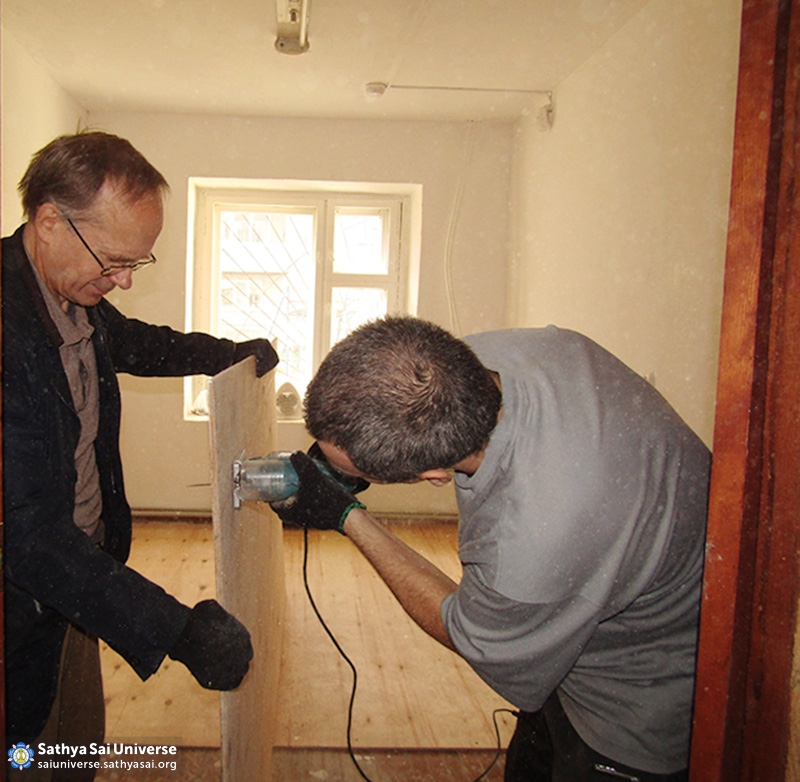 2016-09-9-11-z8-russia-ural-region-the-volunteer-camp-repair-floor-in-the-youth-center