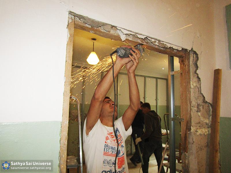 2016-09-9-11-z8-russia-ural-region-the-volunteer-camp-door-repairs