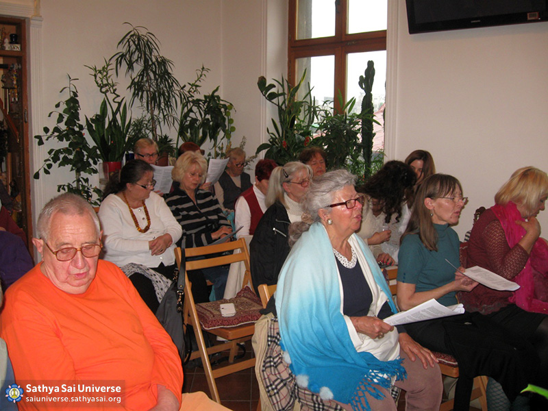24may2016-serbian-devotees-brought-together-by-aradhana-mahotsavam-2-copy