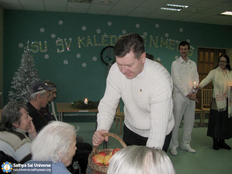vilija-vitkuniene-sso-lithuania-singing-in-nursing-home-2016-12-10-05