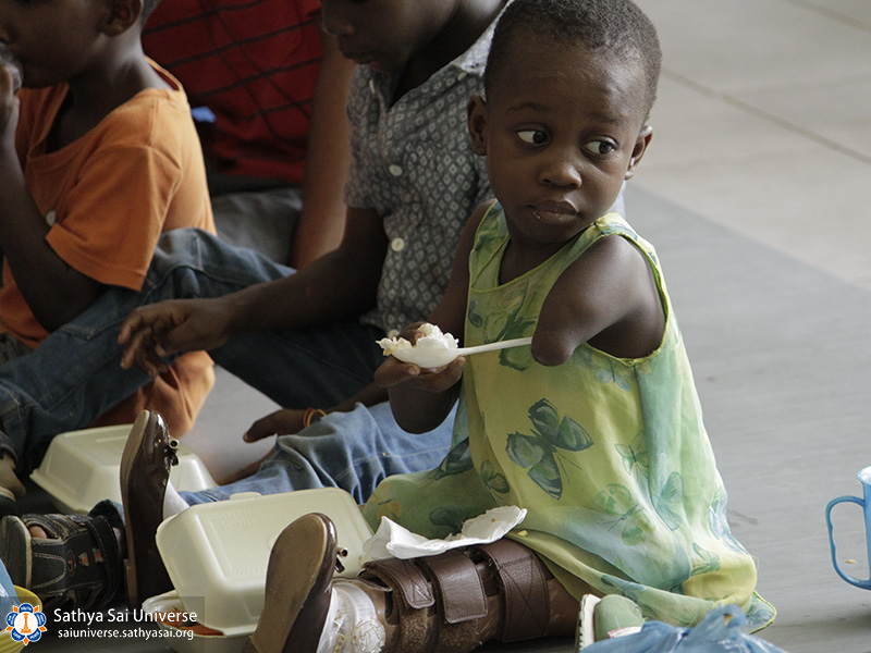 helping-disabeled-children-ghana-2017-34-copy