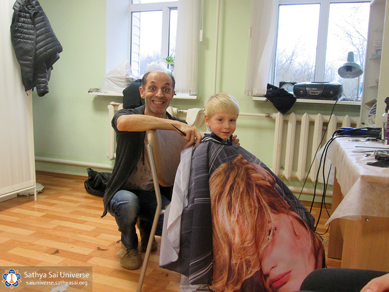 2016-10-29-30-8z-russia-north-west-region-medical-and-volunteer-camp-good-hairdresse-copy