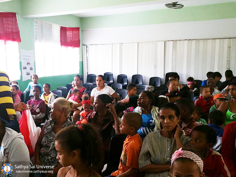 2a-zone-2016-november-19-dominican-republic-waiting-for-doctors-copy