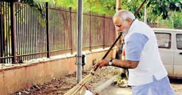 Swachhata hi Seva Movement PM Narendra Modi talks to Amitabh Bachchan and Ratan Tata