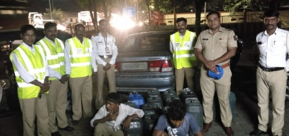 Traffic police seizure 700 to 800 liters of liquor