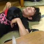 滑って頭を打ち、倒れてしまった男性