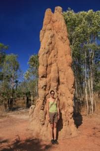 Enorme termitière (ou petite Delphine, à vous de voir)