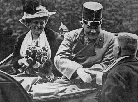 事件直前の皇太子夫妻。