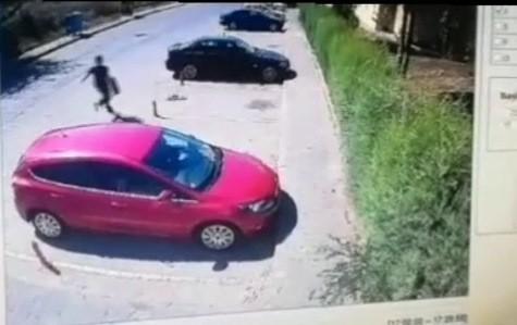 Yaşlı kadının cüzdanını çalan kapkaççı polisten kaçamadı
