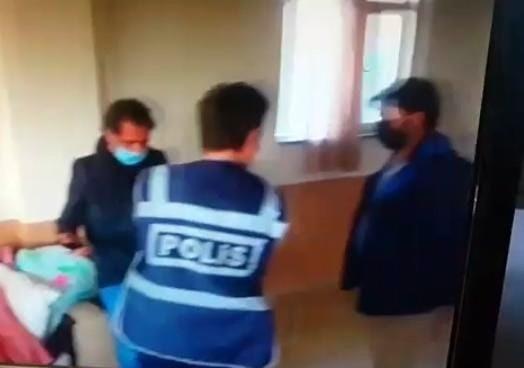 Kısıtlama gününde kıraathanede yakalanan 17 kişiye ceza yağdı
