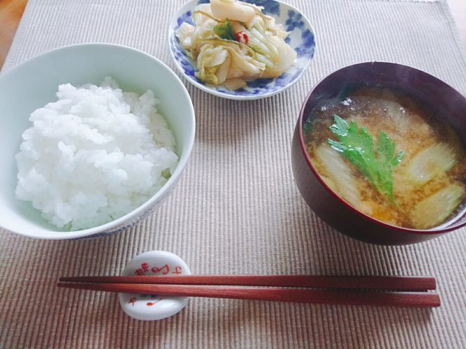 一汁一菜ごはん。ご飯も味噌汁も土鍋で作った昼食!