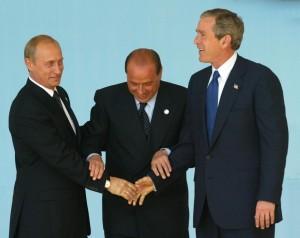 """Una immagine scattata in occasione del summit di Roma nel 2002.Una immagine scattata in occasione del summit di Roma nel 2002. Per l'Ambasciatore il Consiglio Nato - Russia, creato al tempo, fu una """"misura concreta"""" per appianare i contrasti"""
