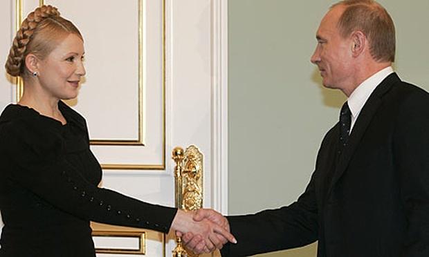 """18 gennaio 2009: Vladimir Putin e Julia Timoshenko siglano un accordo sulla fornitura di gas all'Ucraina. Putin ricorda che il governo russo ha sempre lavorato con la controparte ucraina, anche quando veniva etichettata come """"filo occidentale""""."""