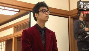 大橋四段ワインレッドのスーツ
