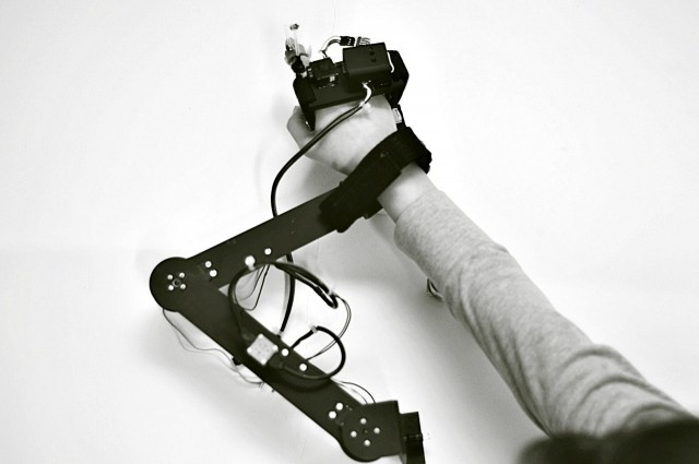 handrobot-640x425
