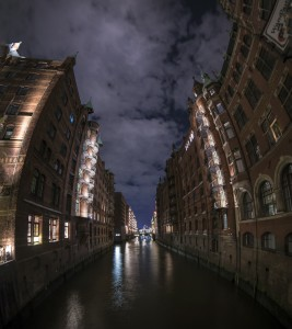town-canal-984064_1920