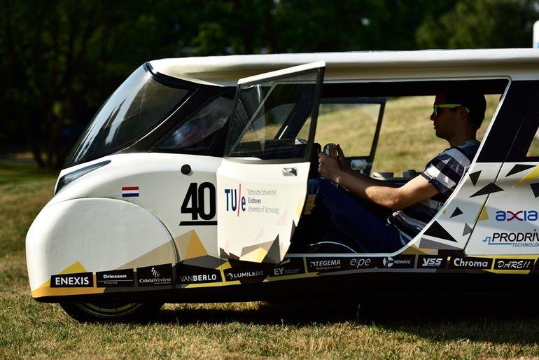 stella-lux-solar-powered-family-car-3