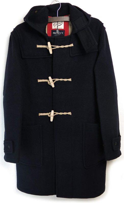 df8d0fc964f7a1 創業60周年を記念して作られた海軍仕様のダッフルコート。創業当初のクラシカルなデザインを採用しているのが特徴です。裾のばたつきを防ぐためのレッグストラップを  ...